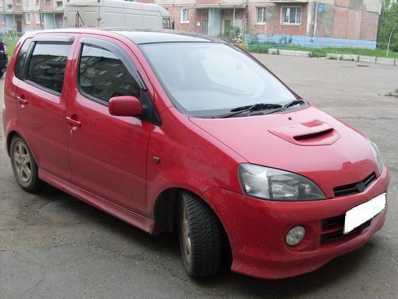 Машина daihatsu yrv декабрь 2001 г в красный